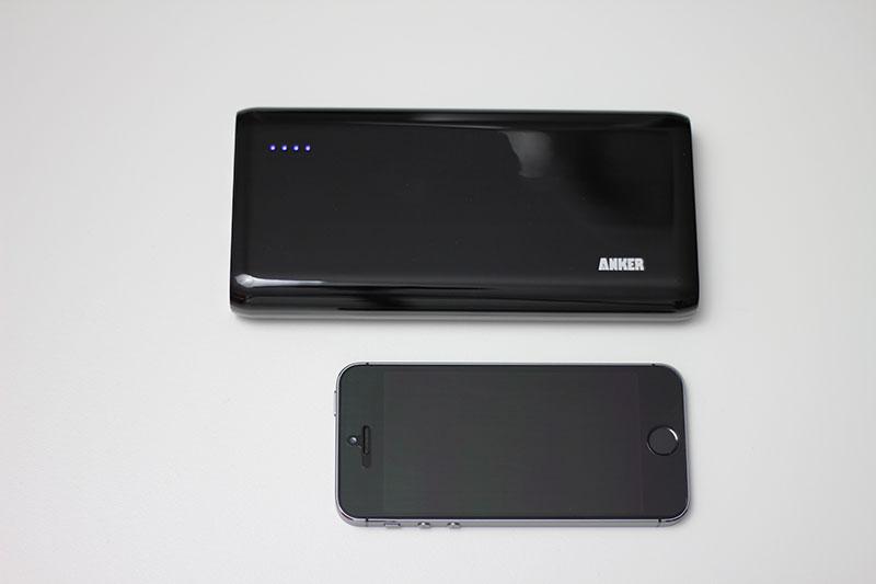 Der Anker Astro E6 und iPhone 5s