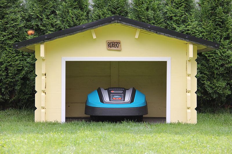 Vor Sonne und Regen geschützt, Robert in seiner Garage