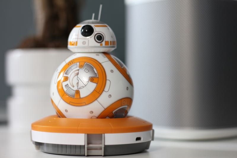 Sphero BB-8 in der Ladestation