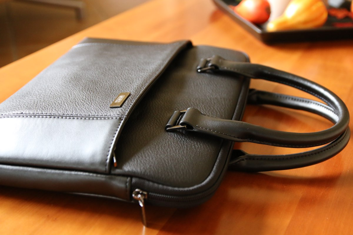 Das Artwizz Leather Bag - die elegante Laptop Tasche