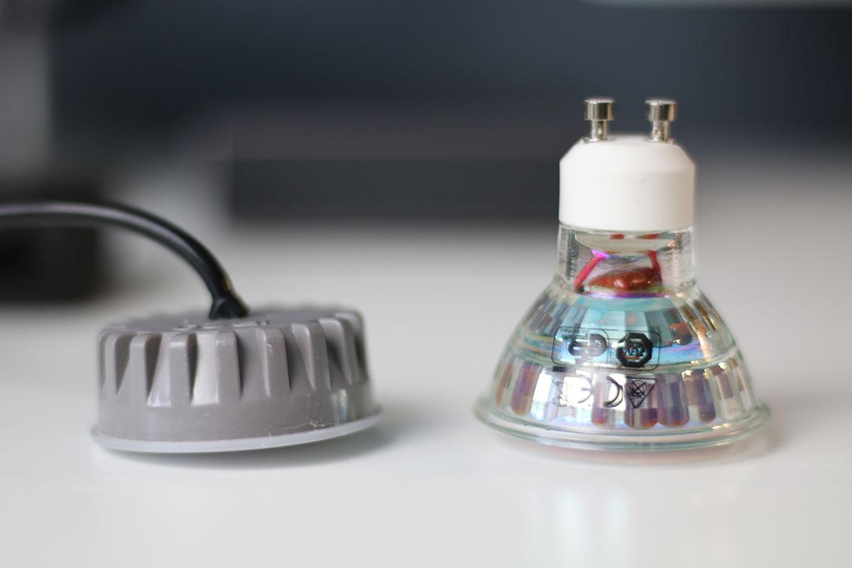Ein Coin im Vergleich zu einem herkömmlichen LED Leuchtmittel