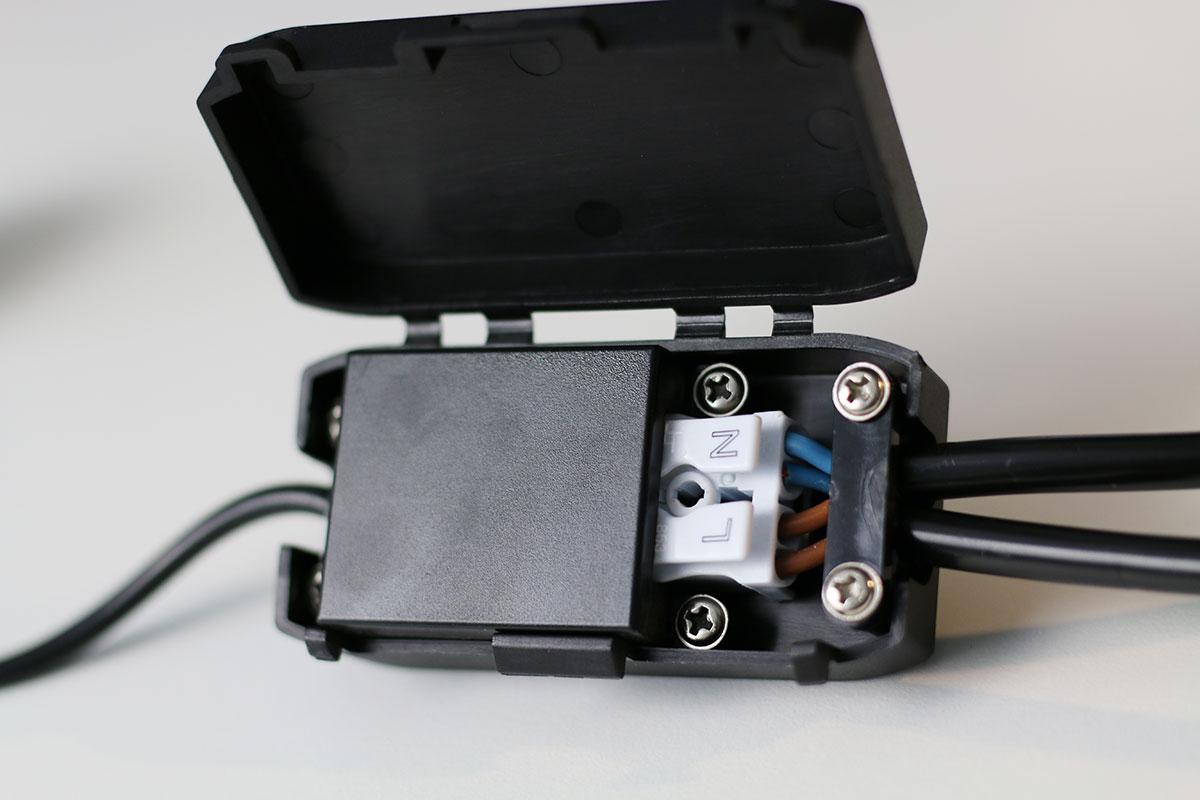 Beide Kabel richtig angeschlossen